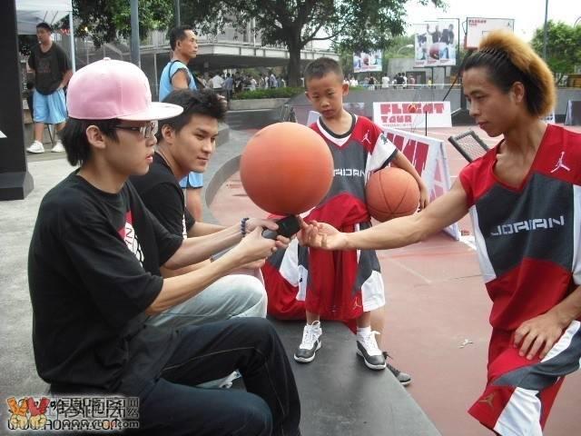 2011 成都篮球公园表演.jpg